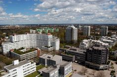 Aus rund 70 Metern Höhe erhält man einen durchaus reizvollen Blick auf das Münchner Stadtgebiet samt Randzonen, Vorstädte, ländliches Umland und an das Voralpenland angrenzend, die Gebirgskette de... https://www.locationrobot.de/filmlocation-muenchen-panorama-lr1661-li165