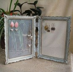 Repurposed Vintage Double Picture Frame Jewelry Display Earring Holder Organizer The two display areas have a clear plastic mesh canvas in size 7 holes per inch) securely glued into place. Jewellery Storage, Jewelry Organization, Jewellery Displays, Jewellery Stand, Vitrine Design, Craft Fair Displays, Earring Display, Earring Holders, Earring Storage