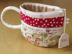 Here's one of Laurraine's little teacup pouches. How great are these? Her blog is Patchwork Pottery. Just love her work