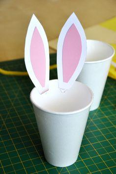 Velikonoce - NejMama.cz Decor Crafts, Diy And Crafts, Petra, Easter Crafts, Jar, Activities, Cool Stuff, Tableware, Kids