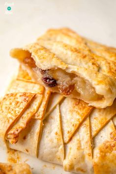 These 2 Syn Apple Strudels are our Slimming World friendly version of the popular Austrian dessert. A perfect fall or holiday dessert! Slimming World Taster Ideas, Slimming World Puddings, Slimming World Desserts, Slimming World Recipes, Slimming Eats, Austrian Desserts, Sweet Recipes, Snack Recipes, Healthy Recipes