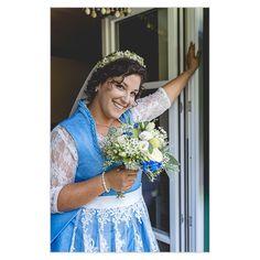 Hochzeitsfotografie Ach wie schön, solch fröhlichen und liebenden Gesichtern miterleben zu dürfen. Ich empfinde das wirklich als Ehre, an einem so schönen und emotionalen Tag teilnehmen zu dürfen. Und das als Hochzeitsfotograf, der sich schon mal gerne hinter seiner Kamera versteckt, wenn mir eine Träne der Freude über die Wange kullert. Crown, Photography, Fashion, Second Year Anniversary, Wedding Photography, Joy, Camera, Face, Nice Asses