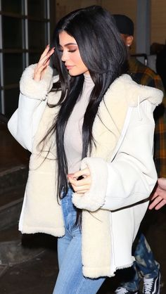 Kylie Jenner & Hailey Baldwin Show Off Their Style at the Yeezy Fashion Show Kendall Jenner Outfits, Kylie Jenner Mode, Kendalll Jenner, Kylie Jenner Fotos, Trajes Kylie Jenner, Looks Kylie Jenner, Kyle Jenner, Kylie Jenner Makeup, Kylie Jenner Fashion