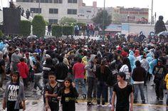 Nezahualcóyotl, Méx. 24 Abril 2013. Ni la fuerte lluvia ahuyentó a los asistentes a la Explanada Municipal.