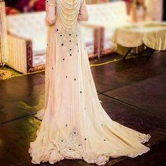 This is exactly what i want 😍😍😍 Pakistani Wedding Outfits, Pakistani Bridal, Pakistani Dresses, Indian Dresses, Stylish Dresses, Simple Dresses, Nice Dresses, Fashion Dresses, Awesome Dresses