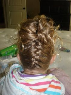 Girl Hairdos & Ideas: UpsideDown FrenchBraid - I wonder if Ellie will be willing to stay upside down long enough...