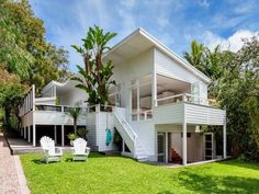 Stunning Sunday: Magazine worthy beach house Beach House Reno- Walworth Ave Newport, Sydney- always loved this place Beach Cottage Style, Beach House Decor, Retro Beach House, Beach House Plans, Coastal Style, Style At Home, Style Blog, Real Living Magazine, White Beach Houses