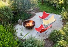 Camping feel with butterfly chairs around a firepit on a simple gravel patio (Fiona Brockhoff Design). - All For Garden Seaside Garden, Coastal Gardens, Small Gardens, Country Landscaping, Backyard Landscaping, Landscape Design, Garden Design, Patio Design, Australian Native Garden