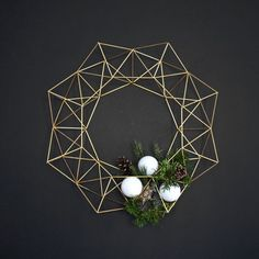 This beautiful Himmeli Wreath is original to the HRUSKAA collection. Inspired from the traditional Finnish himmeli mobile, it casts a beautiful geometric(Diy Ornaments Modern) Noel Christmas, Christmas Wreaths, Christmas Crafts, Christmas Decorations, Christmas Ornaments, Xmas, Diy Ornaments, Christmas Makeup, Minimalist Christmas