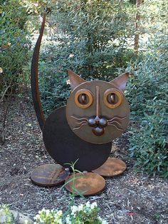 """Big Fat Cat"" - using metal disks. Metal Yard Art, Scrap Metal Art, Metal Art Projects, Metal Crafts, Arte Heavy Metal, Metal Art Sculpture, Sculpture Ideas, Abstract Sculpture, Bronze Sculpture"