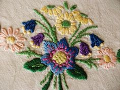 """Vintage Hand Embroidered Linen 41"""" X 40"""" Crewel Work FLORAL BOUQUETS tablecloth 
