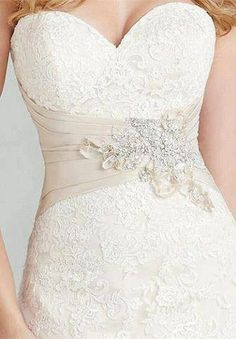 Sweet heart neckline, lace