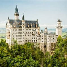 Munich, fairy tale-like Neuschwanstein castle.