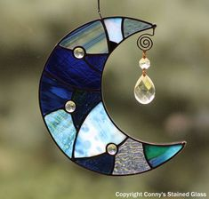 Items similar to Patchwork Moon Stained Glass Suncatcher on .-Items similar to Patchwork Moon Stained Glass Suncatcher on Etsy Patchwork Moon Stained Glass Suncatcher by connysstainedglass - Stained Glass Ornaments, Stained Glass Suncatchers, Stained Glass Designs, Stained Glass Projects, Stained Glass Patterns, Stained Glass Art, Mosaic Glass, Cd Crafts, Recycled Crafts