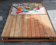 How cool is this sandbox for a kids outdoor play are! Sandbox for your backyard with a sliding cover to keep animals and pests out - a DIY project your kids will love! Outdoor Projects, Pallet Projects, Home Projects, Pallet Ideas, Diy Pallet, Pallet Bar, Spring Projects, Woodworking Projects, Sand Pit