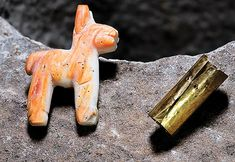 Ancient shell llama offering found in lake Titicaca Inca Empire, Archaeology News, Treasure Chest, Stone Carving, Underwater, Shells, Peru, Box, Anthropology