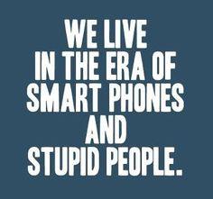 Vivimos en una era de teléfonos inteligentes y gente estúpida