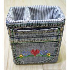 Denim Storage Bags from old jeans. - Denim Storage Bags from old jeans. Denim Storage Bags from old jeans. Jean Crafts, Denim Crafts, Artisanats Denim, Denim Fabric, Denim Bags From Jeans, Denim Ideas, Fabric Boxes, Bag Storage, Clothes Storage