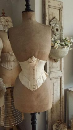 ❤︎ vintage mannequins with under bust corsets