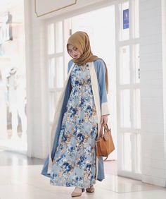 Pinterest: •@haf_tima•↠ ✦{fσℓℓσω тσ ѕєє мσяє}    ↠ Longdress Hijab, Abaya Style, Abaya Fashion, Niqab, Muslim Women, Color Patterns, High Neck Dress, Elegant, Book