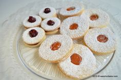 Fursecuri fragede cu unt 321 Linzer Savori Urbane (3) Linzer Cookies, Non Plus Ultra, Sweet Cakes, Unt, Best Coffee, Cookie Recipes, Biscuits, Cheesecake, Gluten