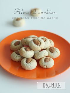 고소한 아몬드쿠키(No버터.밀가루) : 네이버 블로그 Cookie Desserts, No Bake Desserts, Dessert Recipes, Sugar Pie, Sugar And Spice, Biscuit Cookies, Cake Cookies, Bread Cake, Almond Cookies