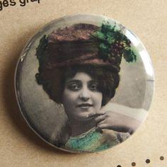 "Badge ""Baisers d'une danseuse"" | Assuna.net - SOLD"