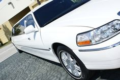 The DFW Corporate Limo Service has a large fleet of highly luxurious latest models of limousines offering you a wide range of choices according to your needs.