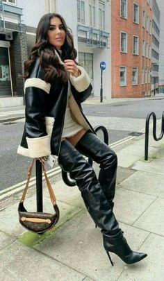 charmeur's blog - Page 96 - Blog de charmeur - Skyrock.com Sexy Boots, Black Boots, Crotch Boots, Botas Sexy, High Leather Boots, Black Leather, Thigh High Boots Heels, Mode Outfits, Fashion Boots