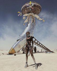 Grenzenlos kreativ in Fotos vom Festival Burning Man 2018 Burning Man Outfits, Burning Man Style, Burning Man Girls, Burning Man Art, Burning Man Fashion, Burning Man Sculpture, Look Festival, Festival Mode, Art Festival