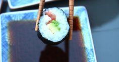 Laura verrät uns das Rezept für Maki Sushi. So gelingen die klassischen Reis-Röllchen garantiert jedem.