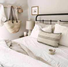 Warm Bedroom Ideas 8551273947 Brilliant projects to create a captivating cozy bedroom decorating ideas inspiration Bedroom decorating help pinned on this unforgetful day 20181128 Warm Bedroom, Bedroom Inspo, Dream Bedroom, Bedroom Decor, Bedroom Ideas, Spare Room Decor, Bed Placement, Decor Scandinavian, Guest Bedrooms