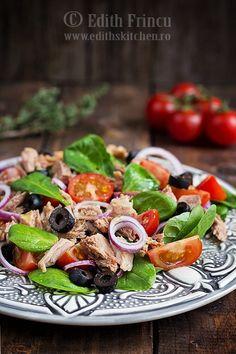 tuna and spinach salad Tuna Recipes, Paleo Recipes, Edith's Kitchen, Quinoa, Main Dish Salads, Tuna Salad, Spinach Salad, Fruits And Veggies, Health And Nutrition