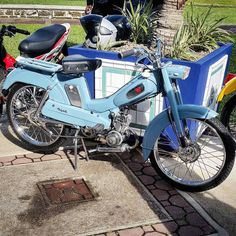Sunday blues never looked so good lol #mopedculture  #mopedarmy #moped #moby #mobylette #motobecane #bermybikes #bermybikelife #bdabikelife #bdabikes #swarmtroopers #treatland #1977mopeds #2digitrider #mopedivision #thepedshed #classic #oldschool #vintage #ahhbermuda #wearebermuda  #gotobermuda #todayinbermuda #bermudianmagazine #av88 #mopedporn #bermynet #h2osportsbermuda #mopedsofinsta #bermynet by bermuda_mopeds_and_classic_car