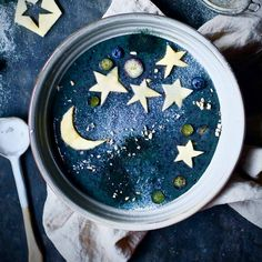 Let's call it the 'reach for the stars' smoothie bowl...🌟📷@panaceas_pantry