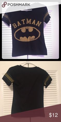 Hot Topic Batman Top 😍 Size Small Gently worn Batman top purchased from Hot Topic. Size Small. Excellent Condition. Pairs well with Chucks. I wore it with my Batman Chucks ✅ Hot Topic Tops Tees - Short Sleeve