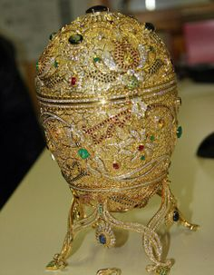 A golden egg with precious stones such as emeralds and rubies that had been stolen four years ago has now been discovered in France. It happened by chance as French police stopped a car on the French-Swiss border, due to the car looking dirty and somewhat dubious. Upon examining the contents of the car to their astonishment they found this Faberge made egg.