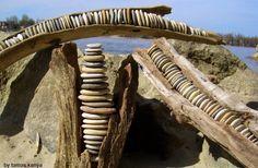 Driftwood art in hungary by tamas kanya by on DeviantArt Ephemeral Art, Rustic Art, Driftwood Art, Pebble Art, Stone Art, Yard Art, Art Google, Rock Art, Garden Bridge