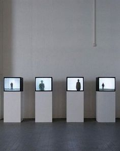 Santiago Sierra, The Punished, 2006 Glasvitrine Exhibition Display, Exhibition Space, Santiago Sierra, Art Altéré, Image Mode, Bokashi, Picasso Paintings, Art Paintings, New Media Art