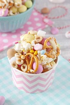The kids will love to get involved in making these fun and delicious Easter Bunny Trail Mix. It can also be packaged up into paper cups or bags and makes a great Easter gift! My Fussy Eater blog Easy Meals For Kids, Easy Family Meals, Kids Meals, Easter Gift, Easter Crafts, Easter Bunny, Easter Food, Fussy Eaters, Picky Eaters