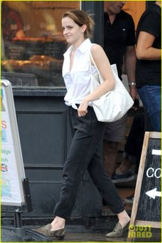 emma watson russell crowe only actor for noah 04 Emma Watson steps out into the rain while leaving a cafe after grabbing a cup of joe with a friend on Tuesday (July 29) in London, England. The 24-year-old actress…