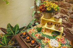 Muita cor com as flores e plantas, bem típicas, para a montagem do ambiente da festa junina: decoração e tradição