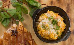 Porkkanarisoton päälle raastetaan parmesanjuustoa.