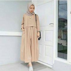Modern Hijab Fashion, Batik Fashion, Arab Fashion, Islamic Fashion, Muslim Fashion, Skirt Fashion, Fashion Outfits, Hijab Style Dress, Casual Hijab Outfit