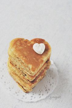 blueberry heart pancakes on doilies. Cute for brunch! Beignets, Heart Shaped Pancakes, Crepes And Waffles, Biscuits, Brunch Wedding, Fall Wedding, Dream Wedding, Perfect Breakfast, I Love Food