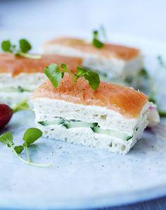 Denne lille sandwich er en delikat snack, der er utrolig let at lave, og som selvfølgelig smager himmelsk. Servér den som forret for dine gæster.
