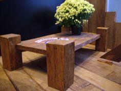 mesa de centro em madeira de demolicao