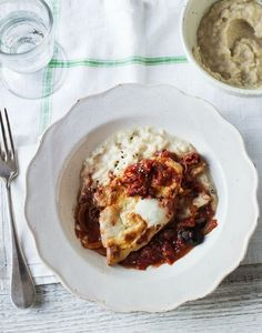 Low GI chicken in tomato sauce with mash.