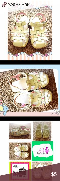 Stride Rite pretty white sandal with floral design Comfy sandals perfect for your little princess feet. No tears or rips . Stride Rite Shoes Sandals & Flip Flops
