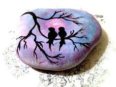 Bemalte Rock Love Birds von CandiSuesCreations auf Etsy